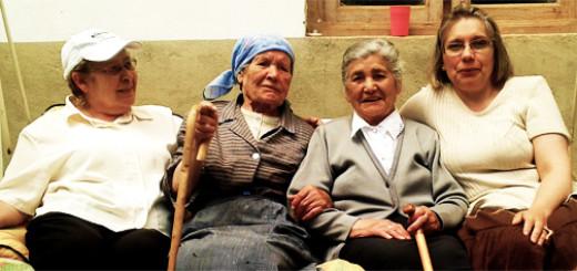 La abuela, sus hermanas y su hija