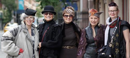 Mujeres de tercera edad a la moda